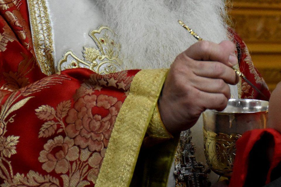 Κρήτη: Ιερείς αρνούνται να μεταλάβουν εμβολιασμένους – Πληθαίνουν οι καταγγελίες