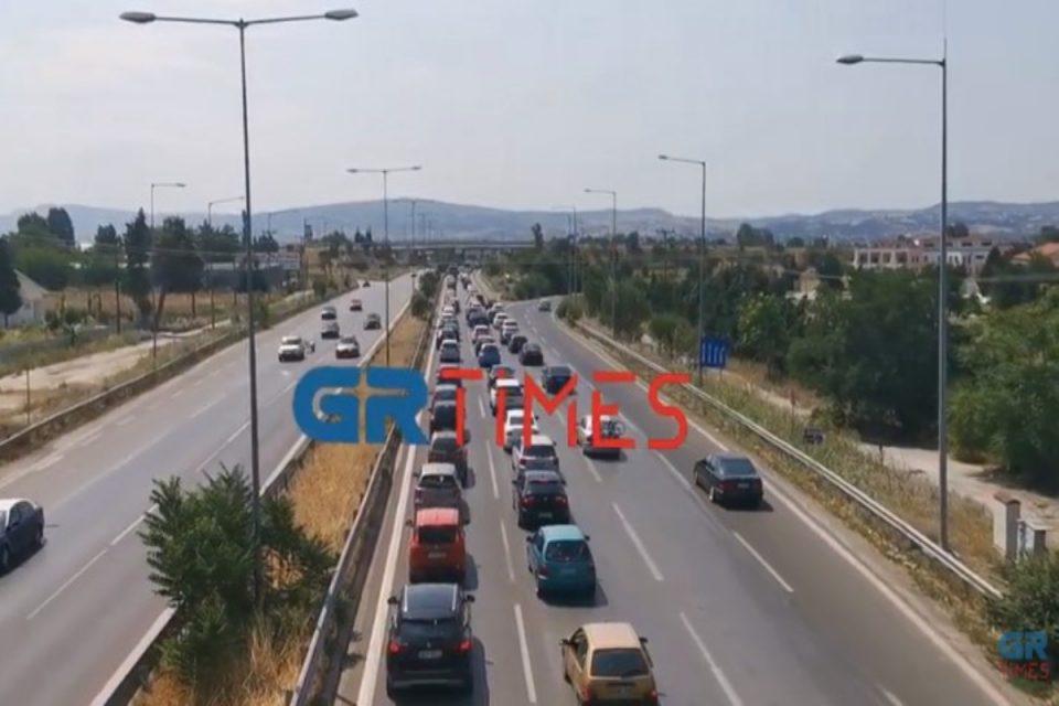 Θεσσαλονίκη: Αδειάζει η Θεσσαλονίκη – Μαζική έξοδος για τις παραλίες της Χαλκιδικής