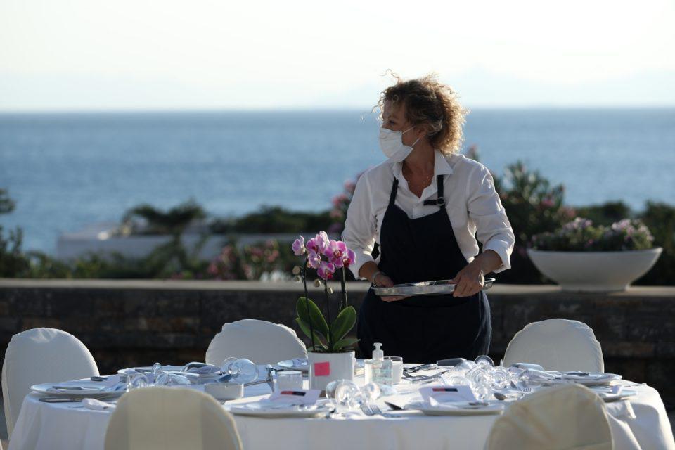 Κορονοϊός: Υποχρεωτικά δυο τεστ την εβδομάδα για τους ανεμβολίαστους εργαζόμενους στον τουρισμό