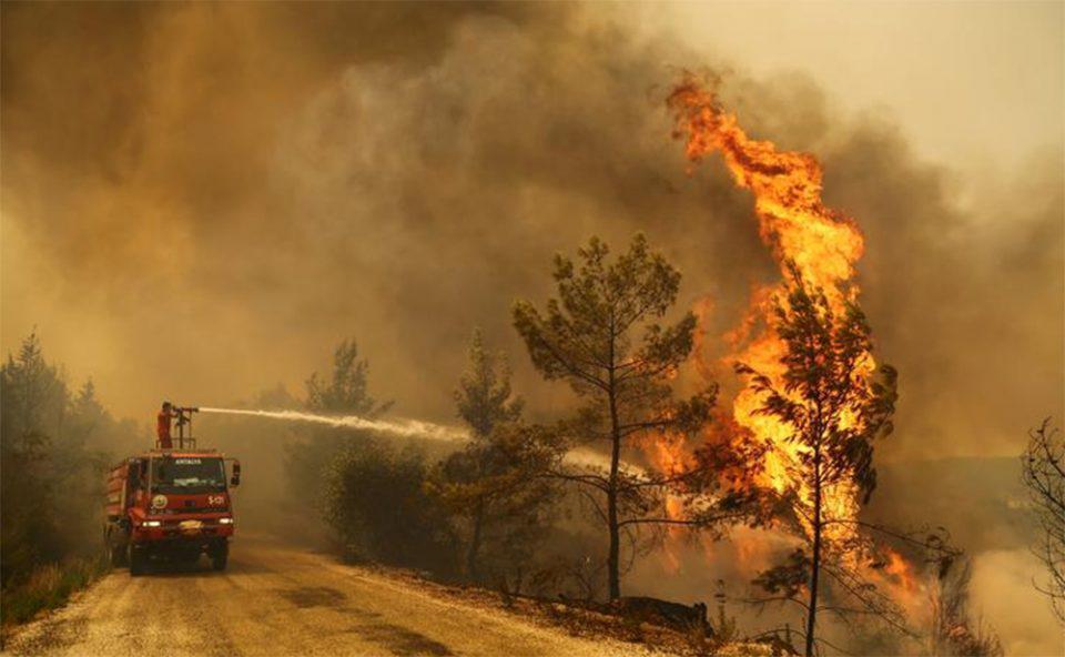 Τουρκία: Έξι οι νεκροί από τις πυρκαγιές - Εκκενώθηκαν σπίτια και ξενοδοχεία στο Μπόντρουμ