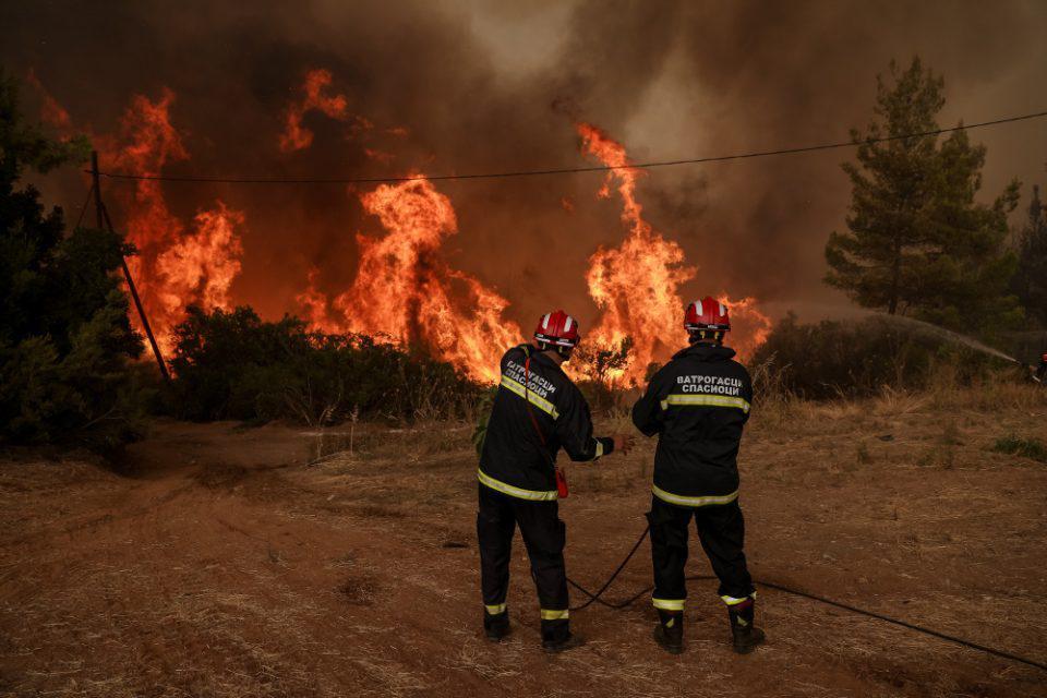 Φωτιά Εύβοια - Μήνυμα του 112: «Εκκενώστε τώρα την Αβγαριά» - Δραματικές στιγμές στη Γαλατσώνα - Αγωνία για την Ιστιαία
