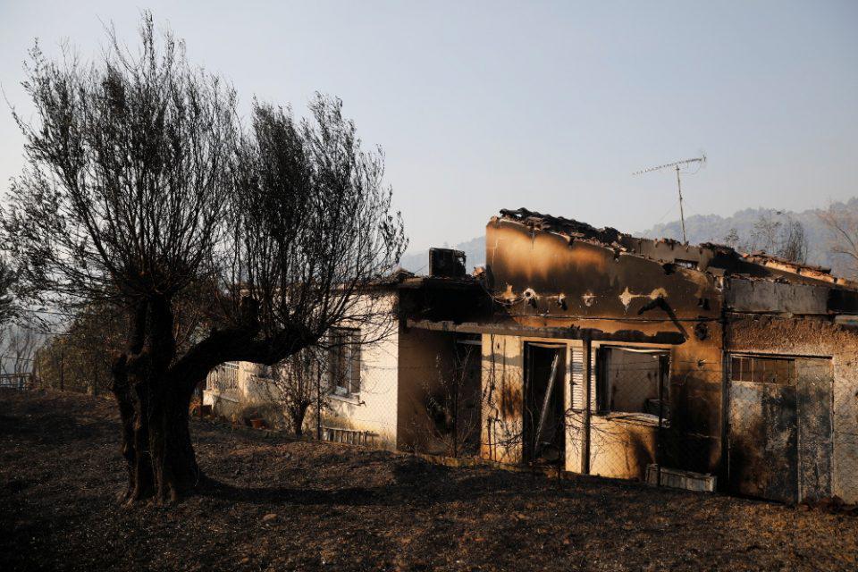 Φωτιά στην Αχαΐα: Συνεχίζεται η μάχη με τις φλόγες