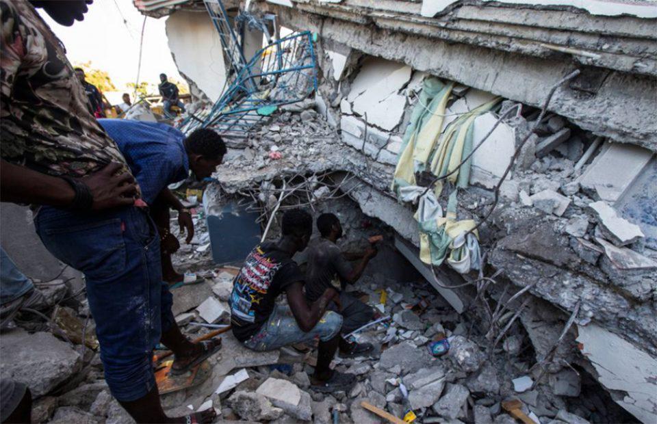 Φονικός σεισμός στην Αϊτή: Πάνω από 300 νεκροί - Εικόνες καταστροφής