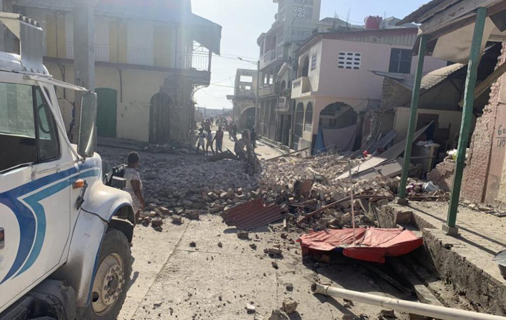 Φονικός σεισμός στην Αϊτή: Εικόνες βιβλικής καταστροφής - Μάχη με τον χρόνο για τους αγνοούμενους