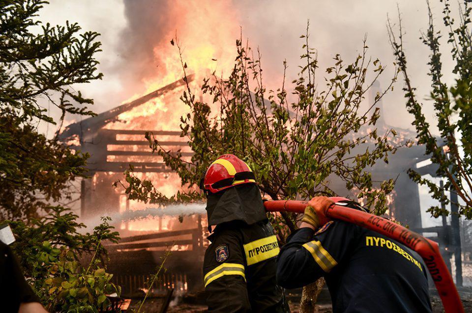 Φωτιά στους Αντιφιλίππους του δήμου Παγγαίου – Στην είσοδο του οικισμού οι φλόγες