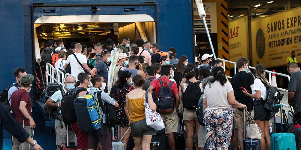 Έξοδος εκδρομέων Δεκαπενταύγουστου: Ουρές στα λιμάνια