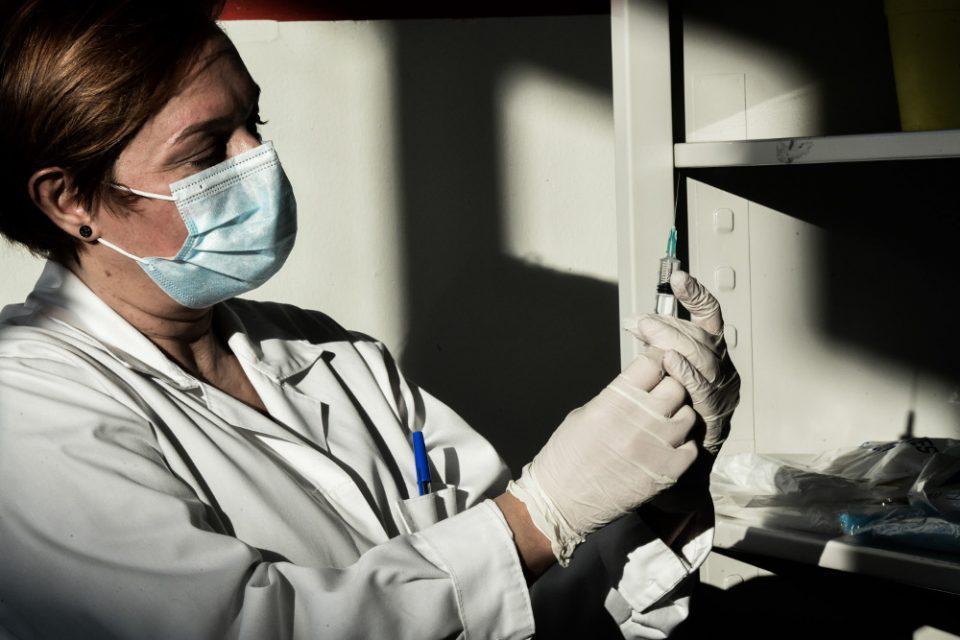 Θεμιστοκλέους: 3η δόση και για όσους έκαναν το εμβόλιο νωρίς - Ξεκινούν οι εμβολιασμοί από ιδιώτες γιατρούς