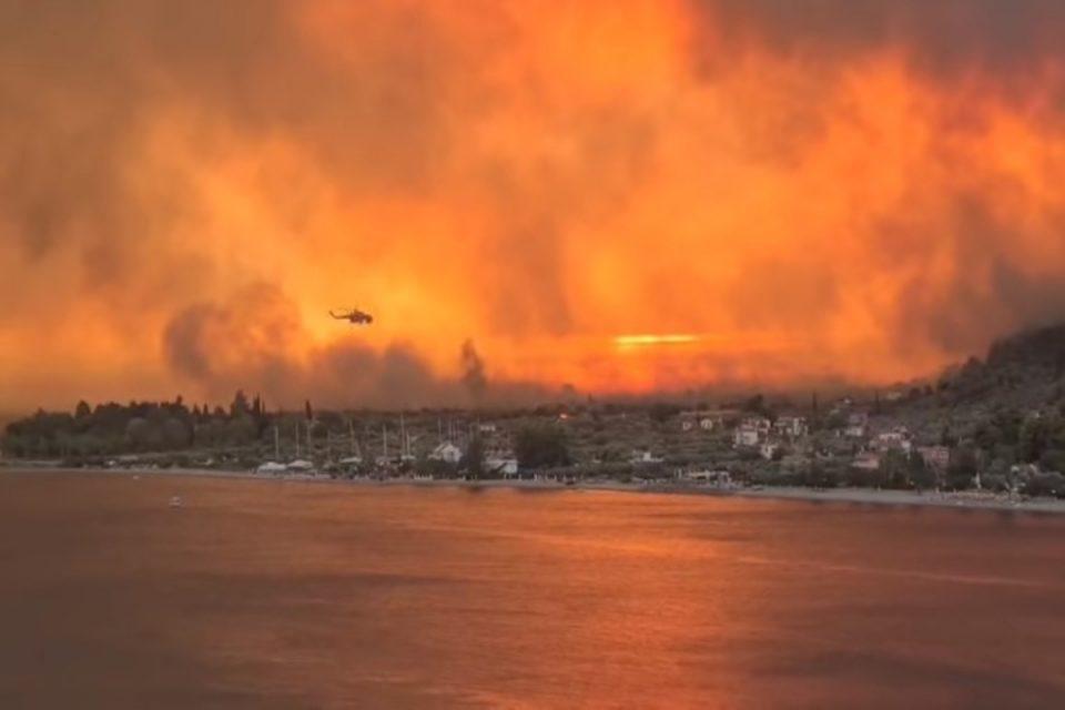 Εικόνες «Αποκάλυψης» στην Εύβοια - Η φωτιά σταμάτησε μόνο στη θάλασσα [βίντεο]