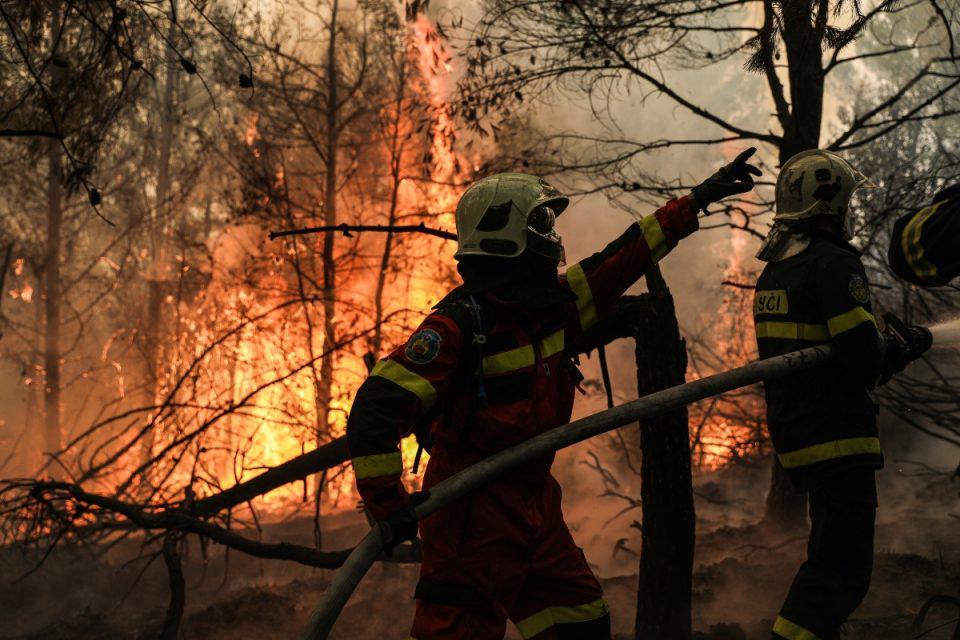 Φωτιά στην Εύβοια: Συγκλονιστικοί διάλογοι από τους πυροσβέστες την ώρα της «μάχης» - «Θα μας καεί η Γαλατσώνα»