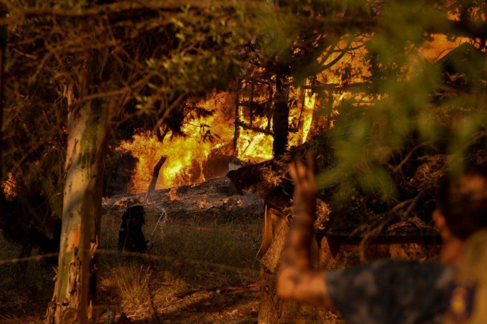 Φωτιά στην Αχαΐα: Συνεχίζεται η μάχη σε ενεργό μέτωπο πάνω από το Λαμπίρι