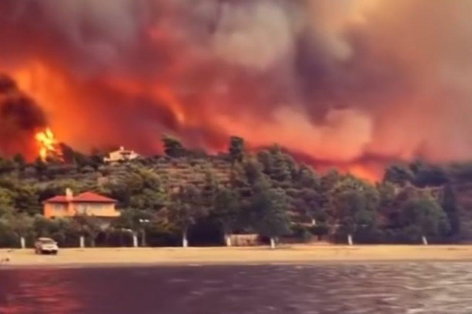 Φωτιά στην Εύβοια: Πέρασε από τις Ροβιές η πύρινη λαίλαπα – Καίγονται τα πρώτα σπίτια – Συγκλονιστικό βίντεο