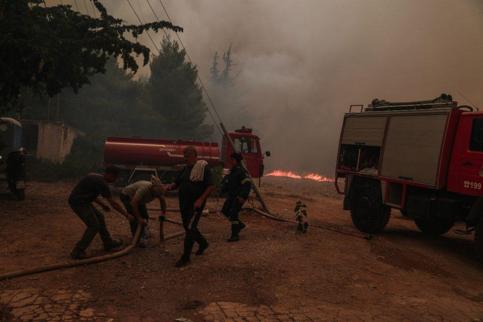 Φωτιά στην Αρκαδία: Μαίνεται το πύρινο μέτωπο – Συνεχείς αναζωπυρώσεις, τιτάνια μάχη από πυροσβέστες και εθελοντές