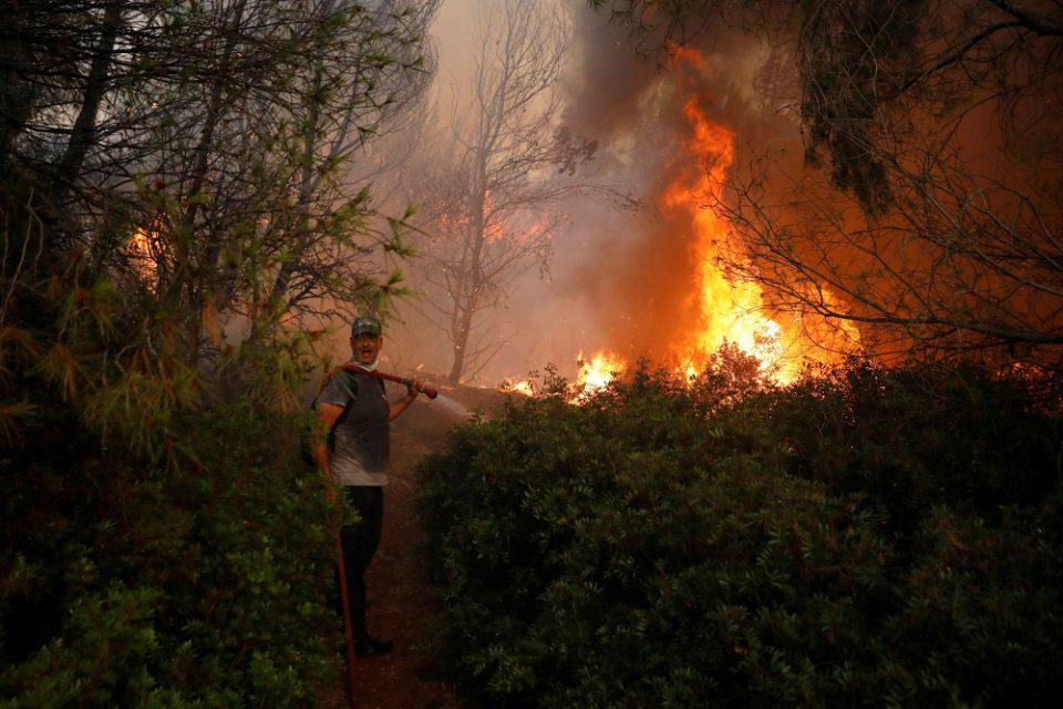 Αρχαία Ολυμπία: Νέα αναζωπύρωση της μεγάλης φωτιάς - Μάχη για να σωθεί ο αρχαιολογικός χώρος