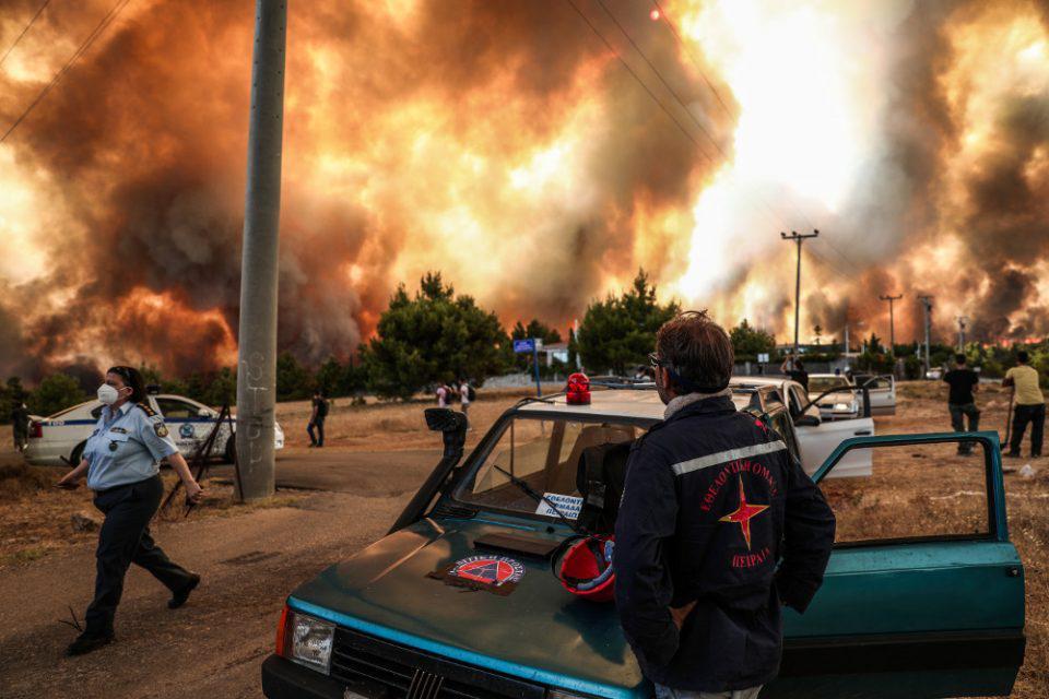 Φωτιά στη Βαρυμπόμπη: Υπέκυψε το πρωί του Σαββάτου (11/9), στο νοσοκομείο ΚΑΤ, ένας από τους τρεις εγκαυματίες της καταστροφικής πυρκαγιάς της Βαρυμπόμπης.