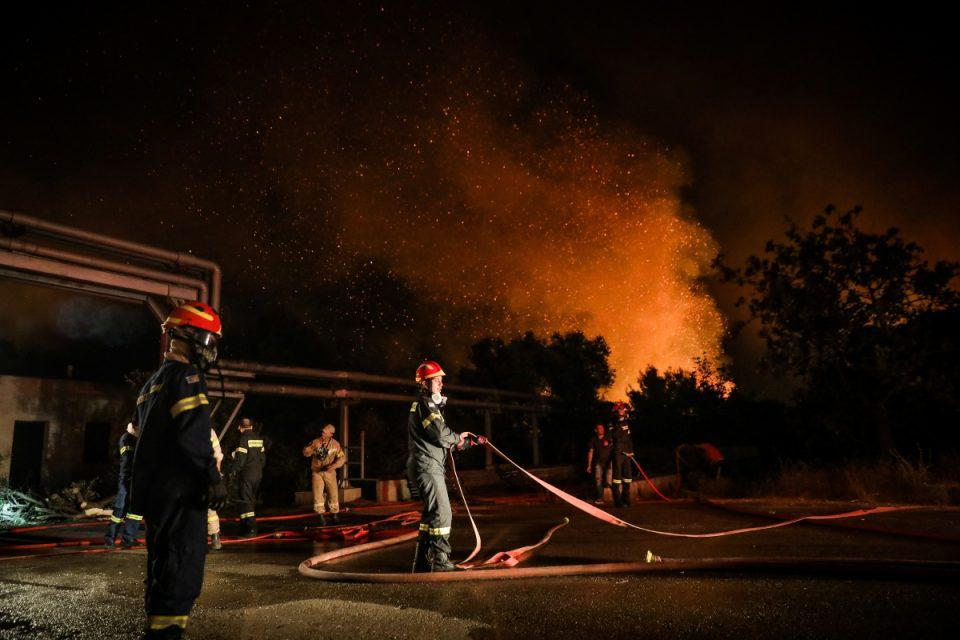 Φωτιά στη Βαρυμπόμπη: Εκτός λειτουργίας το αντλιοστάσιο στο ρέμα της Χελιδονούς – Αυτές οι περιοχές δεν θα έχουν νερό