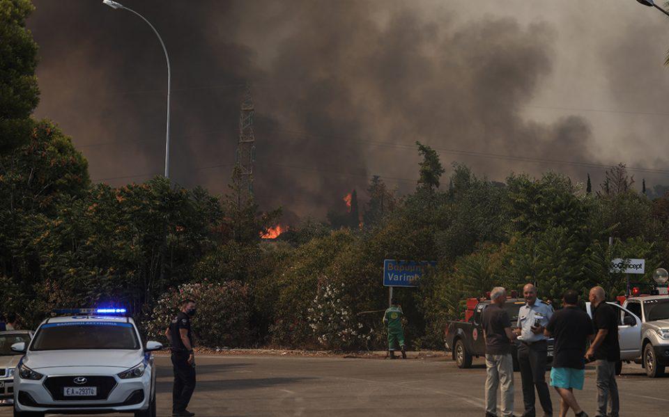 Φωτιά στη Βαρυμπόμπη: «Εκκενώστε προς Θρακομακεδόνες και Αχαρνές» - Νέο μήνυμα από το 112
