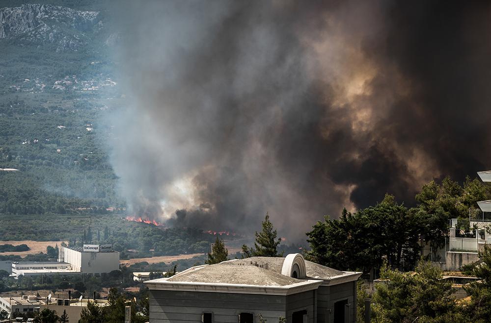 Φωτιά στη Βαρυμπόμπη: Αποπνικτική η ατμόσφαιρα - Μέτρα προστασίας