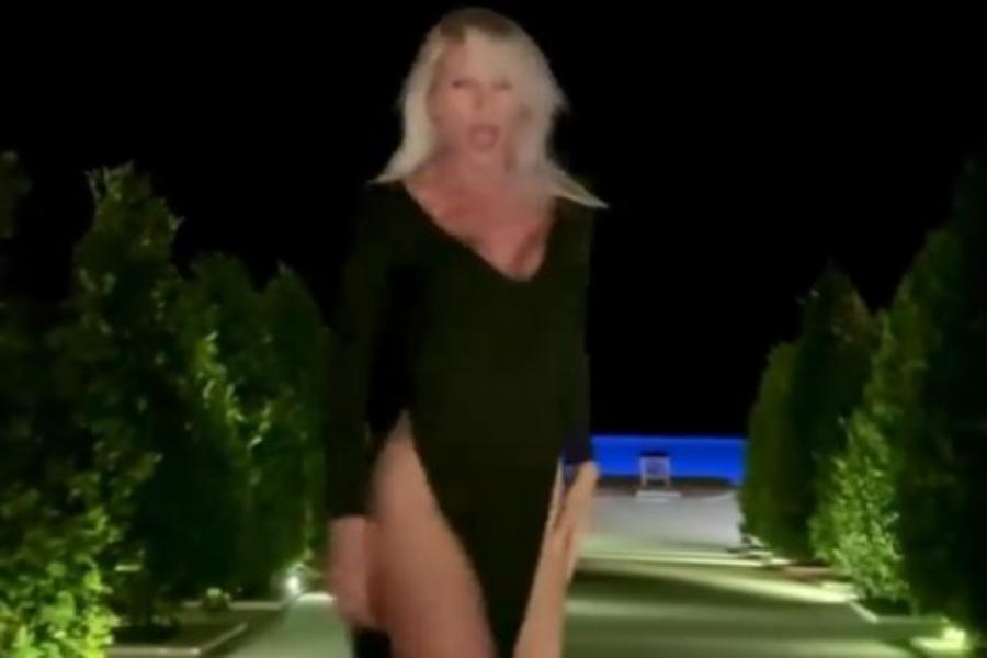 Η Ασημίνα Ιγγλέζου κάνει πασαρέλα σε ξενοδοχείο και αφήνει τη φαντασία μας να οργιάσει [βίντεο]