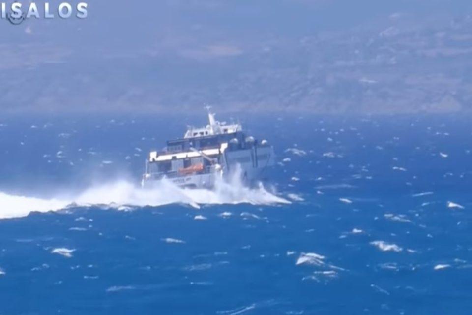Sifnos Jet: Παλληκάρι ο καπετάνιος - Δείτε τη μάχη που δίνει με τα κύματα μεσοπέλαγα [βίντεο]