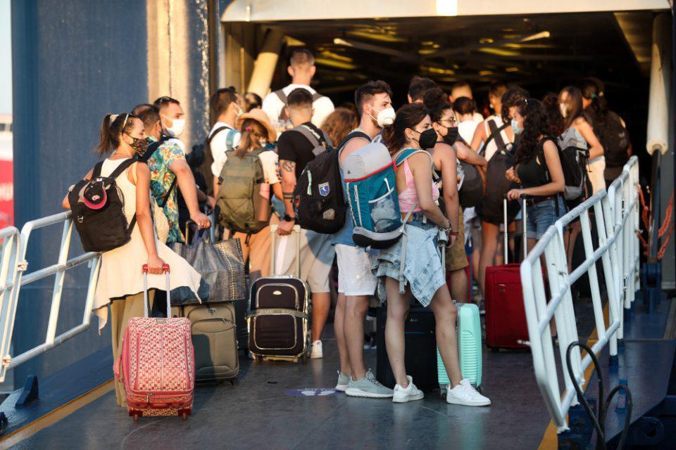 Κορονοϊός: Κρίσιμο το τριήμερο στην εξέλιξη της πανδημίας - Καλπάζει η μετάλλαξη Δέλτα