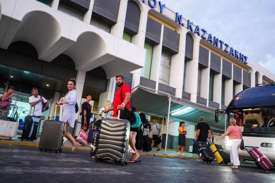 Κρήτη: Πανικός στο αεροδρόμιο «Νίκος Καζαντζάκης» - Κυνηγούσαν 23χρονο στον αεροδιάδρομο