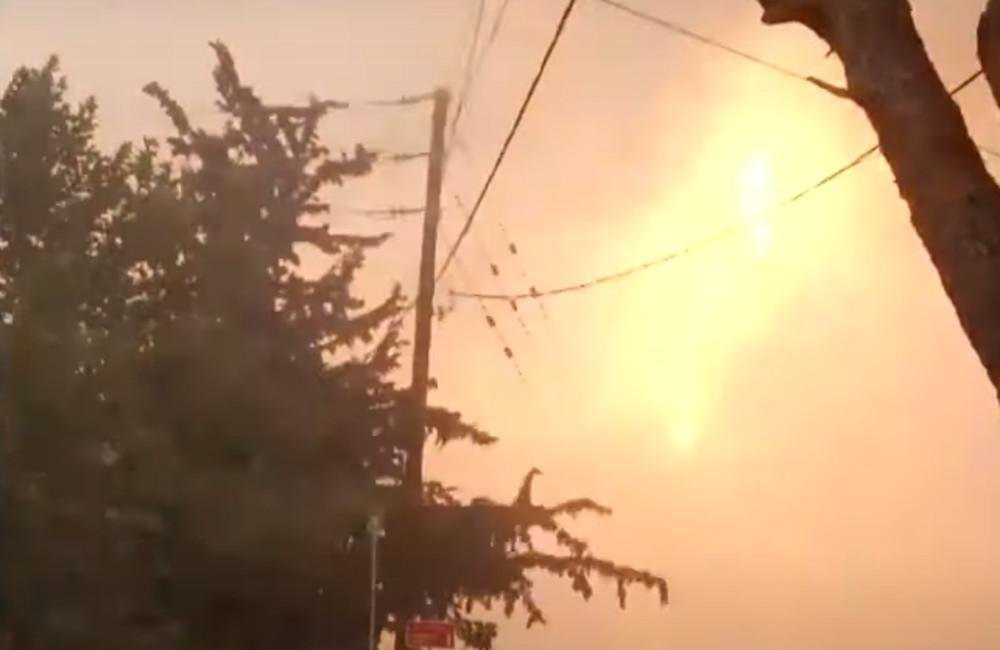 Βίντεο ντοκουμέντο από το Κρυονέρι: Η στιγμή των εκρήξεων στους πυλώνες ηλεκτροδότησης