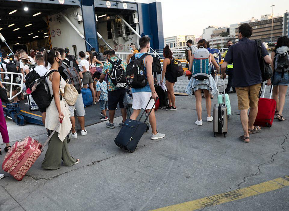 Δεκαπενταύγουστος: Όπου φύγει φύγει οι Αθηναίοι – Κίνηση στα λιμάνια