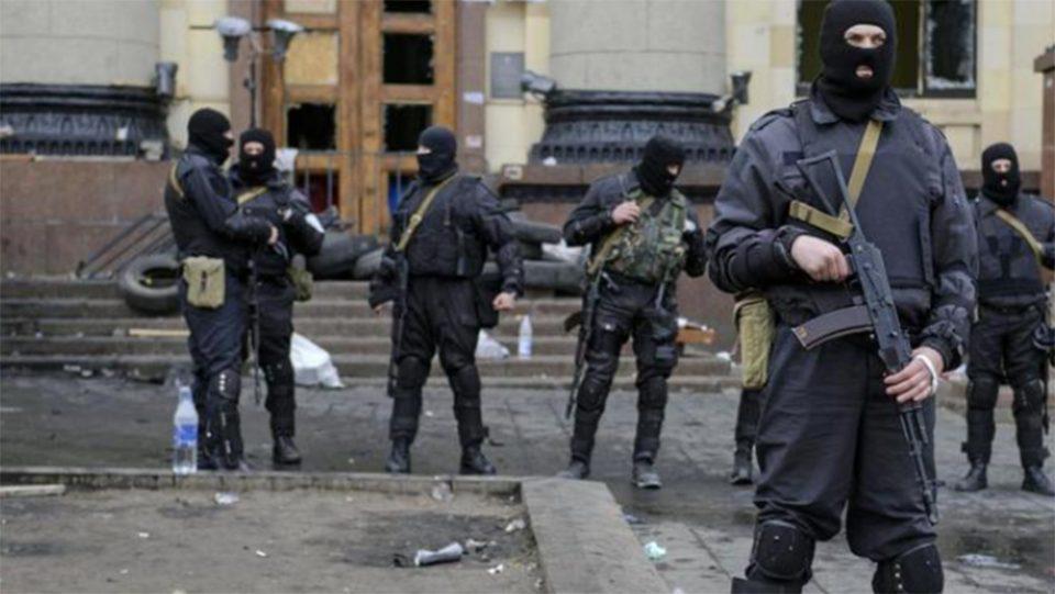 Ουκρανία: Άνδρας απειλεί να πυροδοτήσει χειροβομβίδα