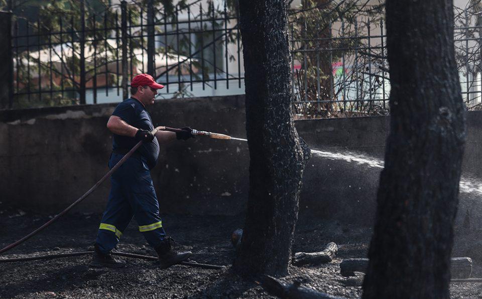 Φωτιά στη Βαρυμπόμπη: Μεταφέρθηκαν με ασφάλεια περίπου 250 άλογα