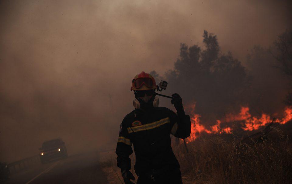 Φωτιά στη Βαρυπόμπη: Ποιοι δρόμοι είναι κλειστοί [συνεχής ενημέρωση]
