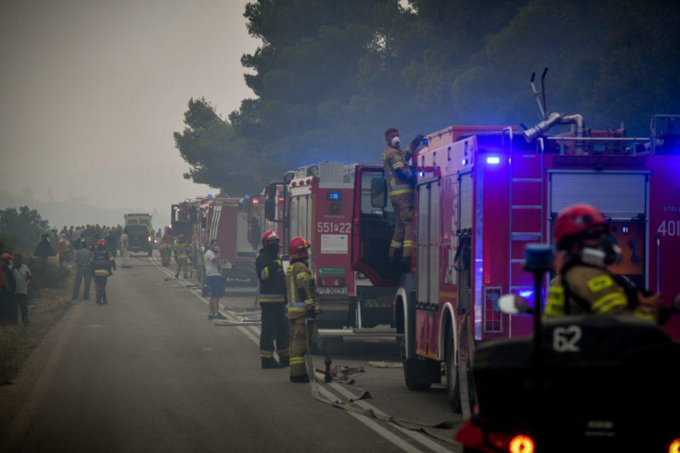 Φωτιά στα Βίλια: Πάνω από 94.000 στρέμματα η καμένη γη - Πολωνοί και Ρουμάνοι στην πρώτη γραμμή φύλαξης στην Δυτική Αττική