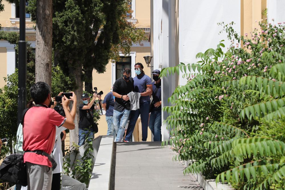 Ρούμπεν Σεμέδο: Με χειροπέδες στον εισαγγελέα - «Είναι αθώος, έχουμε αδιάσειστα στοιχεία», λέει ο δικηγόρος του