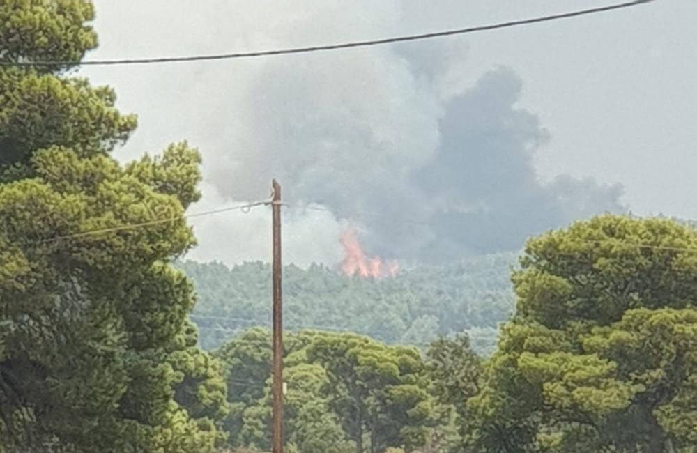 Φωτιά στη Βαρυμπόμπη: Μήνυμα του 112 σε Ιπποκράτειο Πολιτεία και Δροσοπηγή – «Εκκενώστε τις περιοχές»