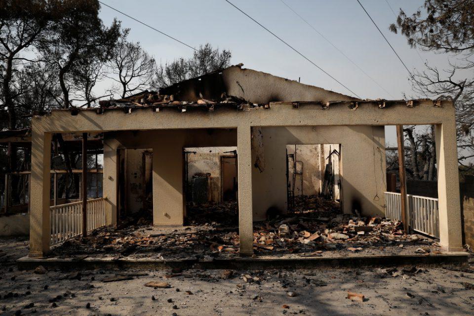 Φωτιά στη Βαρυμπόμπη: Μετρούν πληγές, ψάχνουν αιτίες, ζητούν απαντήσεις