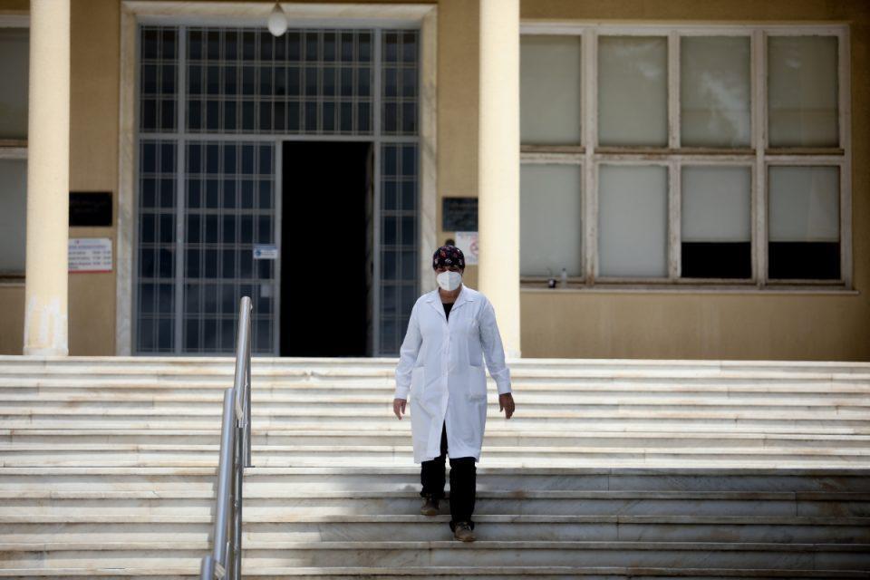Τζανάκης: «Βόμβα» από τον λοιμωξιολόγο – «Τις επόμενες ημέρες θα ε΄χουμε 600 με 700 νεκρούς»