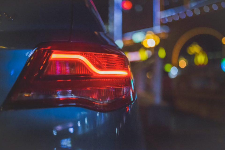 Φλας αυτοκινήτου: Πόσες φορές αναβοσβήνουν σε 1 λεπτό;