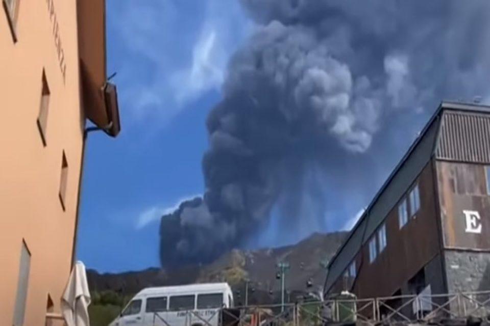 Αίτνα: Έφτασε στην Ελλάδα το νέφος από την έκρηξη – Δείτε την εικόνα από δορυφόρο