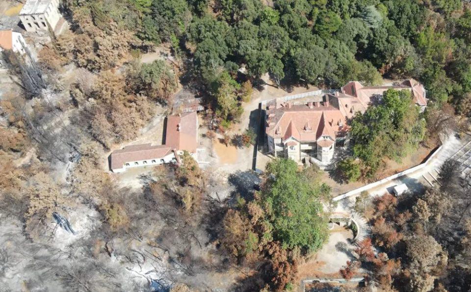Φωτιά στην Βαρυμπόμπη: Τα Βασιλικά Ανάκτορα Τατοΐου πριν και μετά την καταστροφική πυρκαγιά