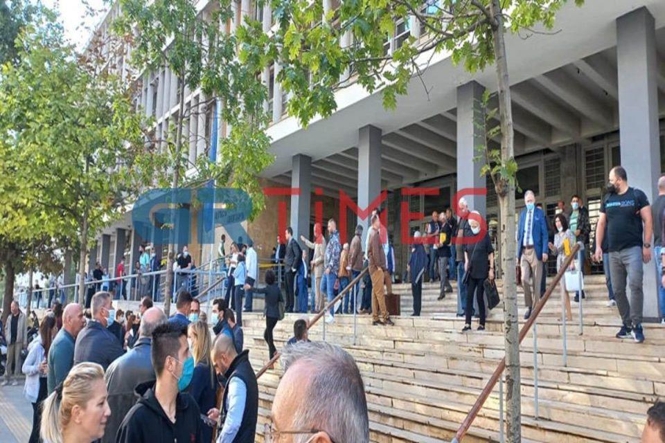 Θεσσαλονίκη: Τηλεφώνημα για βόμβα στα δικαστήρια – Εκκενώθηκε το κτήριο