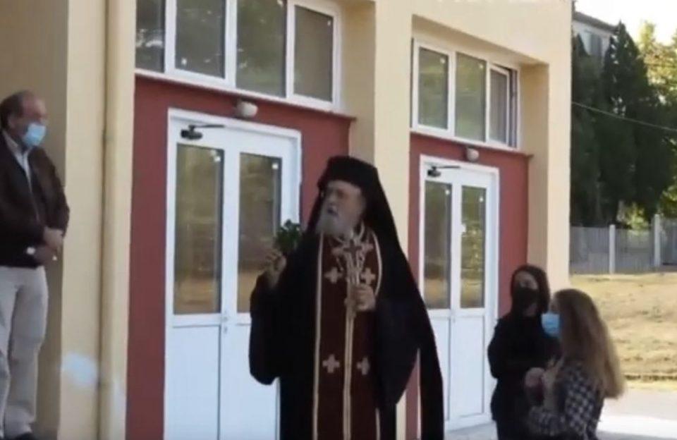 Αμύνταιο: Επεισοδιακός αγιασμός - Να κρατάω τον σταυρό και να φοράω μάσκα;