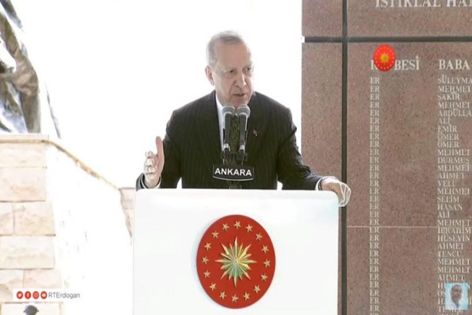Νέο παραλήρημα από τον Ερντογάν κατά Ελλάδας: Πριν 100 χρόνια πετάξαμε τον εχθρό στη θάλασσα της Σμύρνης