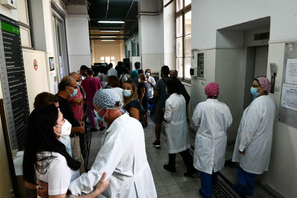 Ανεμβολίαστοι υγειονομικοί: Έχουν εκδοθεί 5.895 πράξεις αναστολής για τους εργαζόμενους μόνο στα νοσοκομεία