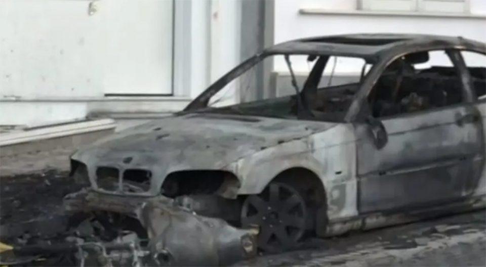Ηλιούπολη: Έκαψαν το ΙΧ του αστυνομικού που κρατούσε αιχμάλωτη
