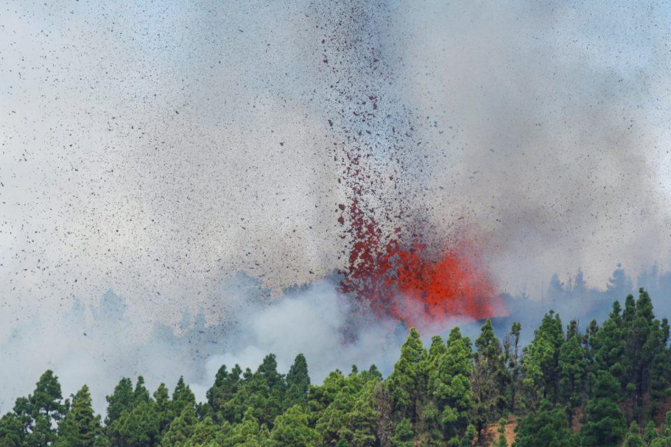 Ισπανία: «Εφιάλτης» στο νησί Λα Πάλμα από έκρηξη ηφαιστείου – Απομακρύνθηκαν οι κάτοικοι, δείτε LIVE εικόνα