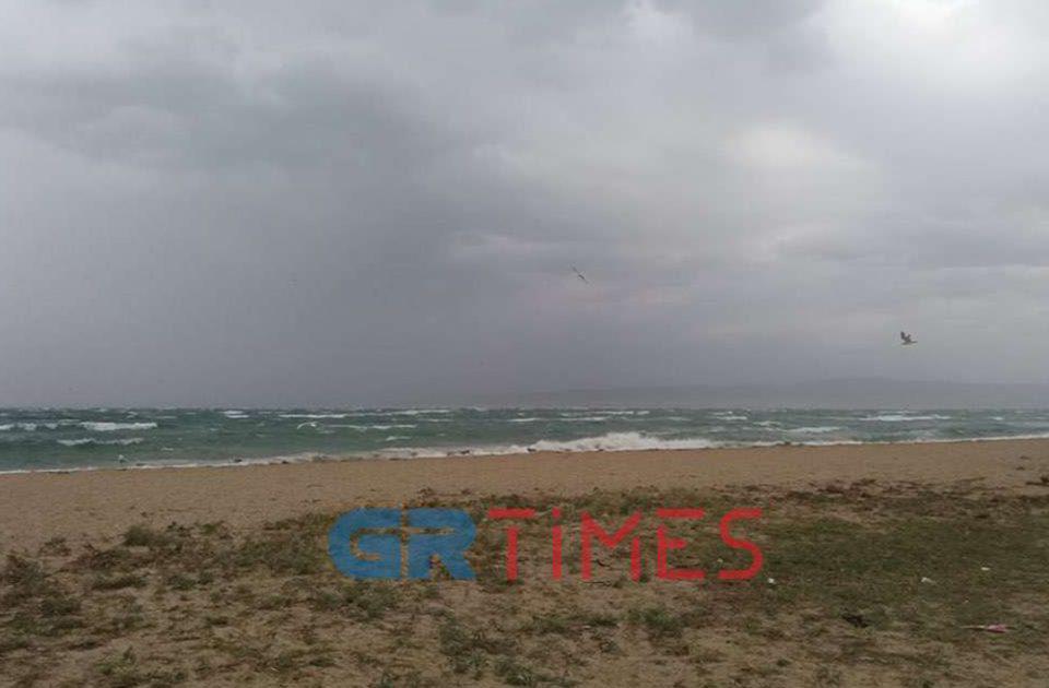 Καιρός - Θεσσαλονίκη: Προβλήματα από το μπουρίνι [βίντεο]