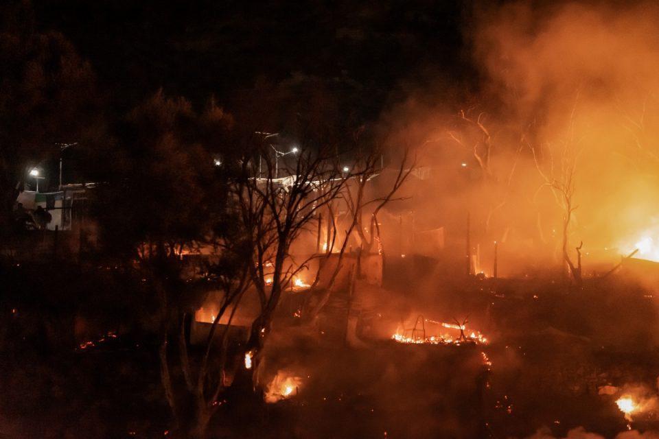 Σάμος: Φωτιά στο ΚΥΤ, συναγερμός στην Πυροσβεστική - Εκκενώθηκε η δομή προσφύγων στο Βαθύ