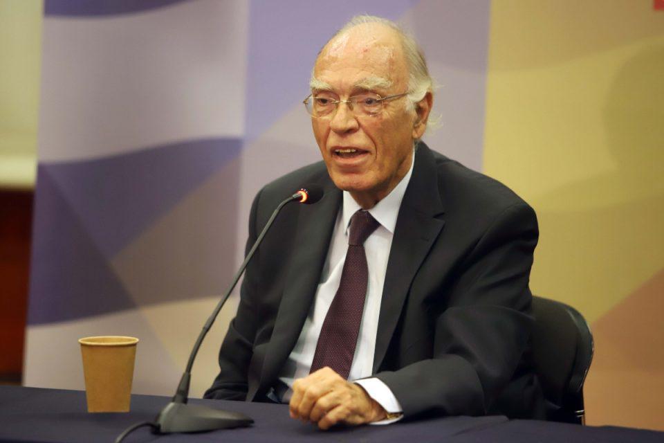 Βασίλης Λεβέντης: Αποσωληνώθηκε ο πρόεδρος της Ένωσης Κεντρώων – Παραμένει σε κρίσιμη κατάσταση
