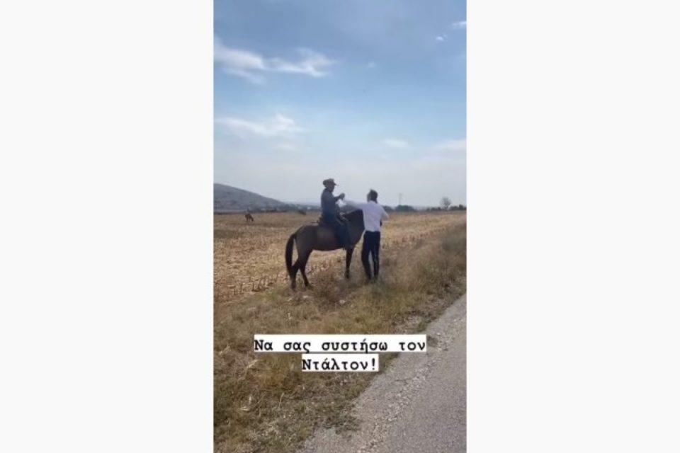 Όταν ο Μητσοτάκης μας σύστησε τον… Ντάλτον – Δείτε την ιδιαίτερη συνάντηση με τον κτηνοτρόφο καβαλάρη στο Δαμάσι