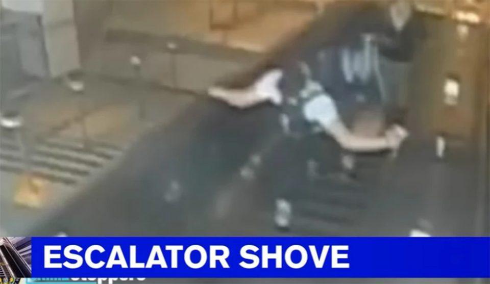 Νέα Υόρκη: Κλωτσά γυναίκα και την ρίχνει από κυλιόμενες σκάλες