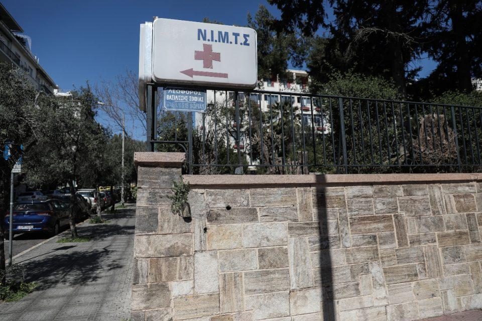 Υπό παραίτηση ο διοικητής του ΝΙΜΙΤΣ – Παραμένει ανεμβολίαστος, κυκλοφορεί ανενόχλητος